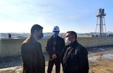گفتگوی دکتر علامه راد و مهندس مرشدبیک در حاشیه بازدید از کارخانه صنایع لاستیکی سهند